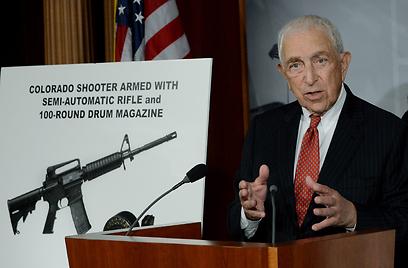 לאוטנברג על הפיקוח על נשק, לאחר הטבח בקולנוע בקולורדו (צילום: EPA)