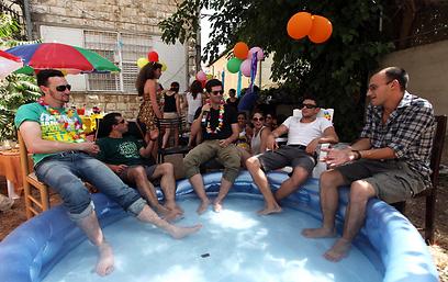 תנוחו. מסיבה ירושלמית (צילום: גיל יוחנן)