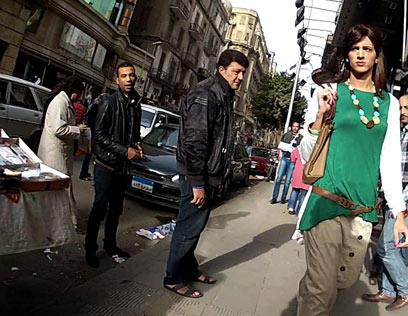 """חמד מוטרד בקהיר. """"כגבר אני חופשי, אישה צריכה לחשוב על איך שהיא נושמת"""" (צילום: AP)"""