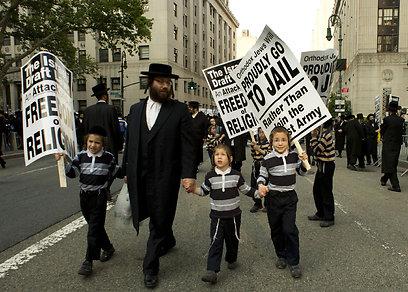 גם ילדים השתתפו בהפגנה (צילום: AFP)
