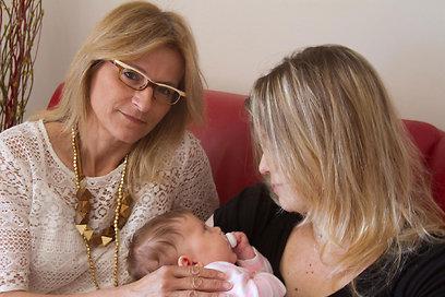 """ר' ובתה התינוקת עם עו""""ד רוזנבלום (צילום: לי רוזנבלום)"""