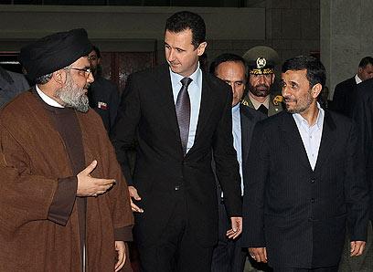 ציר הטרור מתמקם ברמה. נסראללה עם אסד ואחמדינג'אד (צילום: AP)