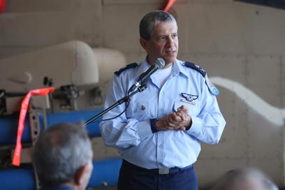 מפקד חיל האוויר האלוף אשל (צילום: ירון ברנר)