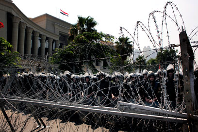 הצבא הזהיר את המשטר מאלימות מזוינת נגד המפגינים (צילום: AP)