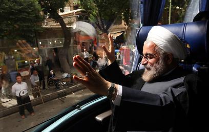 """ד""""ר למשפטים ועכשיו גם נשיא איראן. רוחאני בקמפיין הבחירות (צילום: AP)"""