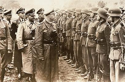 מפקד ה-SS הימלר בעת המלחמה (צילום: AP)