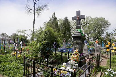 מצבה לזכר הנרצחים באוקראינה (צילום: AP)