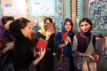 כולן רוצות לבחור. היום, באיראן (צילום: AFP)
