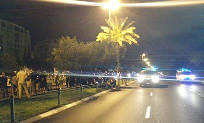 מפגינים וכוחות משטרה על דרך נמיר בתל אביב (צילום: אור מנבר)