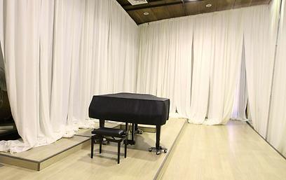 פסנתרים יוצבו לחזרות מאחורי הקלעים