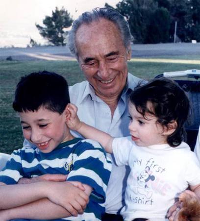 מנוחה עם הנכדים (אלעד גרשגורן)