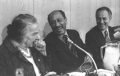 """עם סאדאת וגולדה. ביקור הנשיא המצרי בישראל (צילום: יעקב סער, לע""""מ)"""