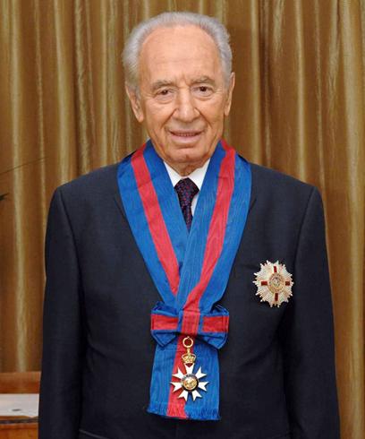 """2008. מקבל תואר אבירות ממלכת בריטניה (צילום: עמוס בן גרשום לע""""מ)"""