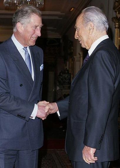 פגישה בלונדון עם הנסיך צ'ארלס (צילום: AFP)