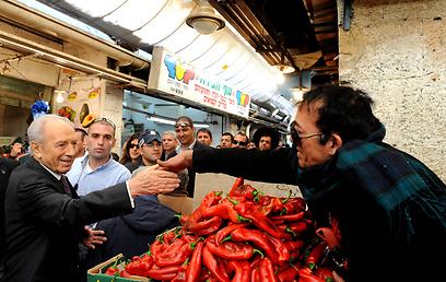 """ביקור בשוק מחנה יהודה (צילום: משה מילנר, לע""""מ)"""