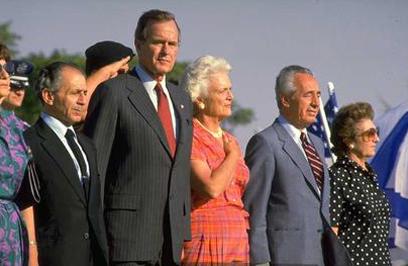 """עם ברברה וג'ורג' בוש האב (צילום: סער יעקב, לע""""מ)"""