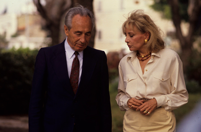 בראיון לברברה וולטרס, 1990 (צילום: מיכאל קרמר)