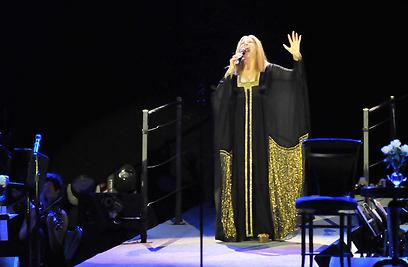 """ברברה סטרייסנד על הבמה. """"תחושה עמוקה""""  (צילום: ירון ברנר )"""