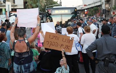 """""""ילדינו וחיינו אינם הפקר"""", הערב בתל אביב (צילום: מוטי קמחי)"""