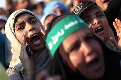 הפגנה בעד מורסי בקהיר (צילום: AP)