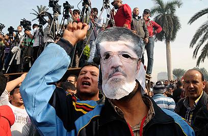 הפגנה נגד מורסי בקהיר (צילום: AP)