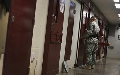 בדיקת בוקר בכלא גואנטנמו (צילום: Gettyimages)