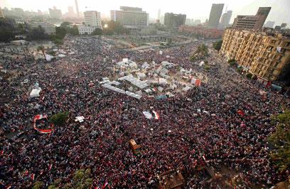 לא הולכים לשום מקום. כיכר תחריר בקהיר (צילום: רויטרס)