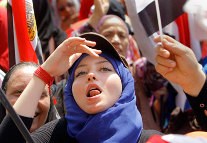 קוראים להדחת הנשיא האיסלאמיסטי. מפגינים בכיכר תחריר בקהיר (צילום: AP)