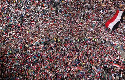 לא הולכים לשום מקום. מתנגדי מורסי בכיכר תחריר בקהיר (צילום: רויטרס)