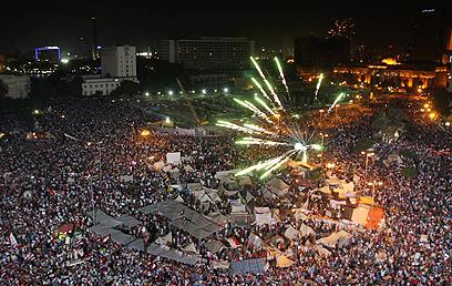 מיליוני המתנגדים למורסי בתחריר (צילום: EPA)