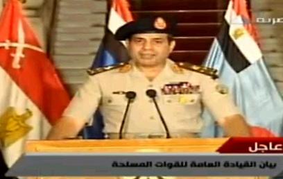 מפקד הכוחות המזוינים א-סיסי מכריז על הדחת מורסי