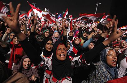 המונים חוגגים ברחובות מצרים את הדחת הנשיא מורסי    (צילום: רויטרס)