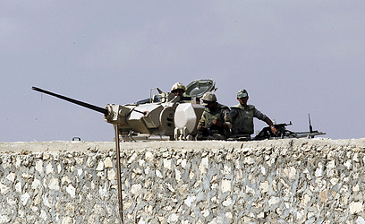כוחות צבא מצרים באזור רפיח, לאחר הדחת מורסי (צילום: AFP)