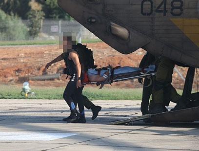 צוות המטוס שננטש מובא לבית החולים שיבא (צילום: מוטי קמחי)