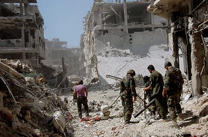 חיילי צבא סוריה בחומס (צילום: EPA)