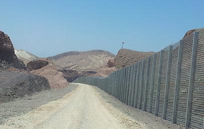 קטע גבול שכבר הושלם בהרי אילת (צילום: יואב זיתון)