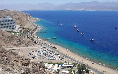 הגבול הימי בין אילת לטאבה (צילום: יואב זיתון)