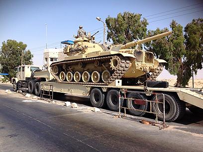צבא מצרים פורש כוחות באל-עריש (צילום: AFP)
