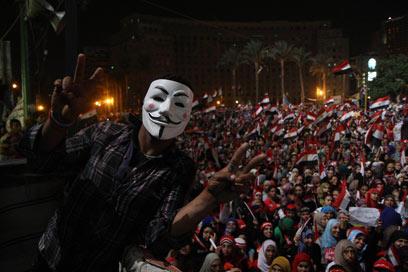 הם עם הצבא. מתנגדי מורסי בקהיר (צילום: MCT)