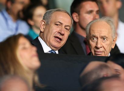 ראש הממשלה ונשיא המדינה צופים מהיציע (צילום: אורן אהרוני)