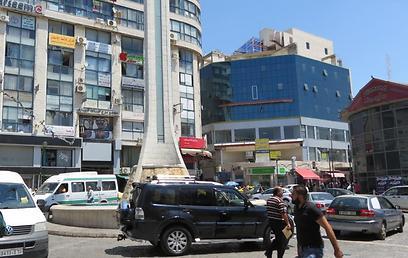 הכיכר ליד המרכז המסחרי ברמאללה, בו צפוייה להיפתח החנות (צילום: חסן שעלאן)