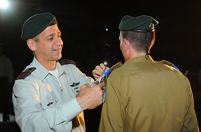 """חושש מהנעשה בסוריה. אלוף כוכבי בטקס, הערב (צילום: דובר צה""""ל)"""