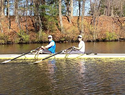 חותר בנהר הפוטומק עם אשתו סאלי. מקום המפלט שלו