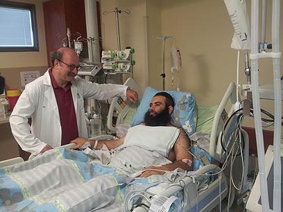 הרב איסקוב ופרופ' פייר זינגר, מנהל מחלקת טיפול נמרץ בבלינסון (צילום: ירון קלנר)