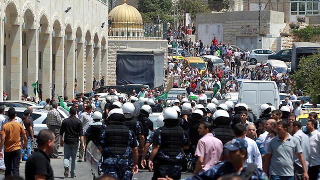 צעדה בחברון לתמיכה באחים המוסלמים (צילום: EPA)
