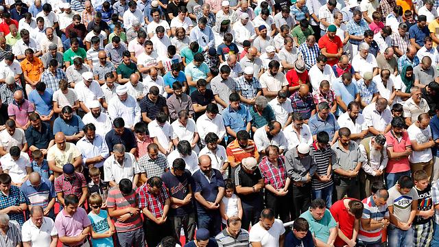 באיסטנבול גינו את האלימות במצרים והחזירו השגריר (צילום: רויטרס)