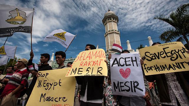 """""""לעצור את הטבח במצרים"""". ההפגנה בג'קרטה, בירת אינדונזיה (צילום: AFP)"""