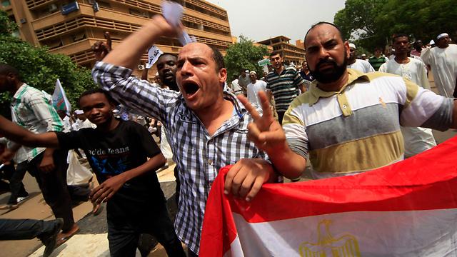 המפגינים בעד העם המצרי בחרטום שבסודן (צילום: רויטרס)