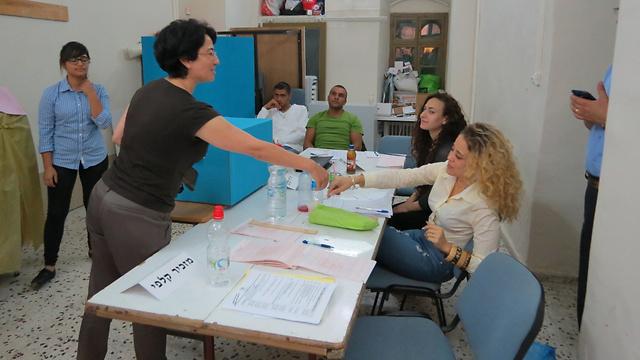 זועבי מצביעה בבחירות אתמול. לא מתגעגעת לכנסת (צילום: חסן שעלאן)