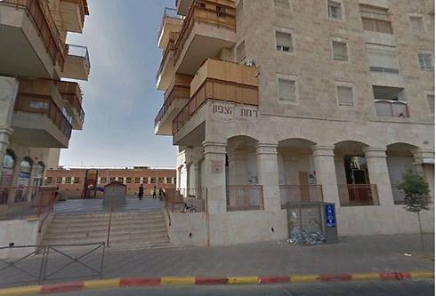 ירמיהו 60, ירושלים. כניסה משותפת לכולל ולספרייה (צילום: Google Maps)